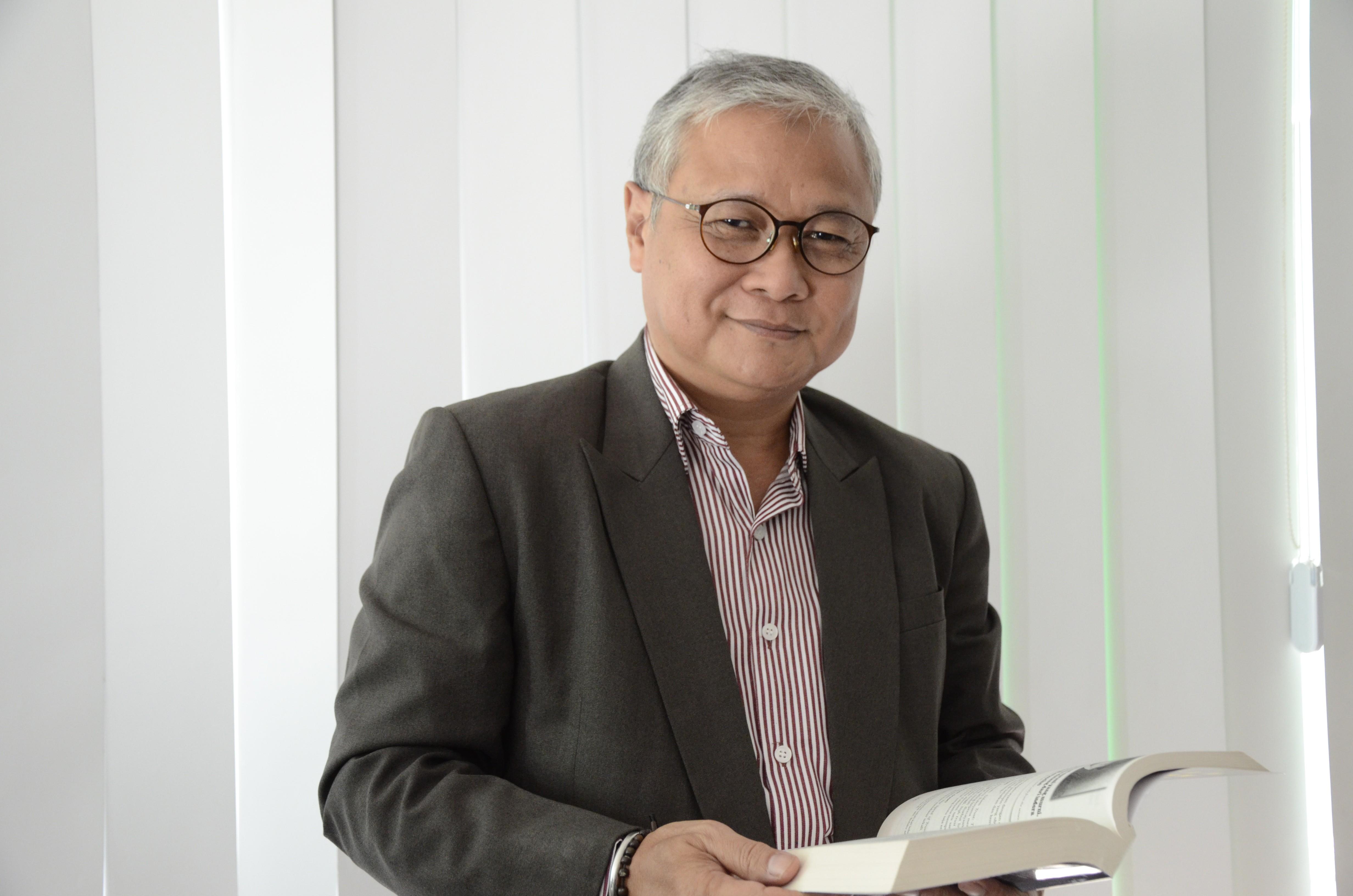 Hari Zamharir, Drs. M.Si